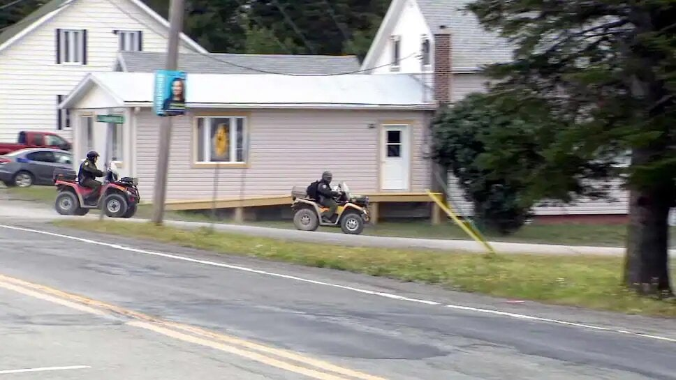 Les policiers continuaient à pour poursuivre l'enquête